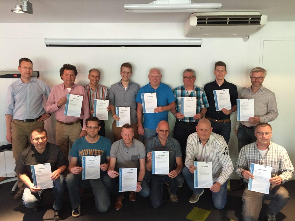 16 deelnemers geslaagd voor cursus Voegovergangen en Opleggingen